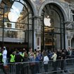 The scene at Apple's Regent Street store on iPad launch day - photo 2