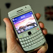 BlackBerry Bold 9780 in white hands-on - photo 2
