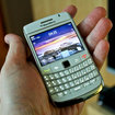 BlackBerry Bold 9780 in white hands-on - photo 5