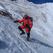 Adventurer Kenton Cool climbs Everest for his Samsung Hope Relay (video) - photo 1