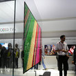 """LG Signature OLED W preview: 2.5mm thin wall-mounted """"wallpaper"""" TV is simply stunning - photo 1"""
