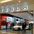 Tesla opens London showroom, commits to long term UK strategy for all-electric sports cars