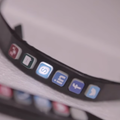 Hicon smart bangle keeps you tethered to social networks, with alerts shown on your wrist