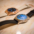Samsung Gear S2 Classic now comes in real rose gold or platinum, and here they are