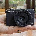 Canon EOS M100 Test: Pocketable Point-and-Shoot macht spiegellos einfach