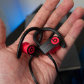 Powerbeats 4 da Apple se parece com Powerbeats 3, revela FCC