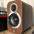 These excellent budget bookshelf speakers are ideal for new vinyl enthusiasts