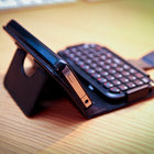 TypeTop Bluetooth Mini Keyboard Case for iPhone 4 hands-on - photo 3