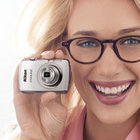 Nikon Coolpix S01: The mini compact camera smaller than your phone - photo 1