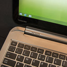 Toshiba Satellite W30t hands-on: laptop-tablet hybrid pushes the budget angle - photo 2