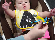 Aeroplane spoon gets light-up runway bib - photo 2