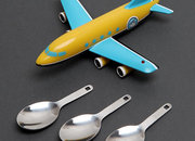 Aeroplane spoon gets light-up runway bib - photo 3