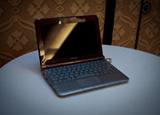 Toshiba's new mini NB305 netbook - photo 4