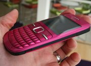 Nokia C3 and C6 handsets fondled - photo 5