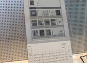 Acer LumiRead L-600 meets Amazon Kindle head-on - first look - photo 2