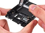Nokia N8 gets the teardown treatment - photo 3