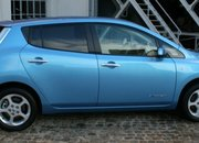 Hands (and driving gloves) on with the Nissan Leaf - photo 2