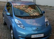 Hands (and driving gloves) on with the Nissan Leaf - photo 3