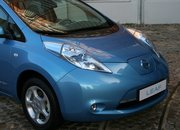 Hands (and driving gloves) on with the Nissan Leaf - photo 4