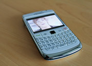 BlackBerry Bold 9780 in white hands-on - photo 3