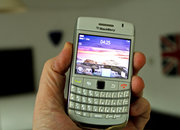 BlackBerry Bold 9780 in white hands-on - photo 4