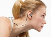 Radiopaq Flex(es) its muscles with sports earphones - photo 3