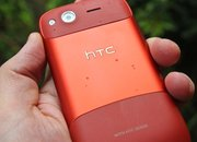 Red HTC Desire S hands-on - photo 4