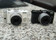 Pentax Q teeny-tiny hybrid camera finger tips-on - photo 3