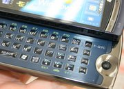 Fujitsu Loox F-07C: Windows 7 PC / smartphone hybrid pictures and hands-on - photo 4