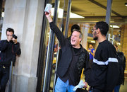 iPhone 4S launch from the Apple Store queue - photo 2