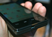 Intel Medfield Atom Android smartphone pictures and hands-on - photo 3