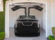 Tesla Model X SUV goes back to the future - photo 3