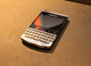 BlackBerry Porsche Design P'9981: Harrods titanium edition pictures and hands-on - photo 2