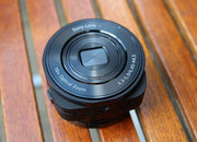 Sony QX10 hands-on: Give your smartphone 10x optical zoom - photo 2