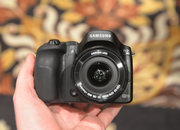 Hands-on: Samsung NX30 shows off tilt-angle electronic viewfinder - photo 2