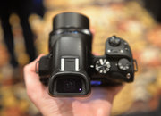 Hands-on: Samsung NX30 shows off tilt-angle electronic viewfinder - photo 3