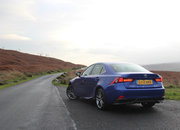 Lexus IS 300h F Sport Auto review - photo 4
