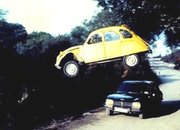 2CV Named Ultimate Bond Chase Car? Sacre Bleu - photo 2