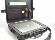 Peli 1945 laptop case that's unbreakable and even chemical resistant - photo 2