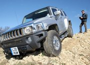 Full-size Hummer H3 converted into remote control car - photo 2