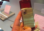 LG presents 18K. gold Iron Man mobile - photo 3