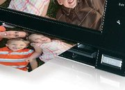 Skyla Memoir FS80 scanning digital photo frame launches  - photo 2