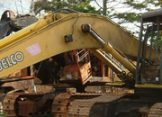Toddler accidentally buys mechanical digger on auction site - photo 2