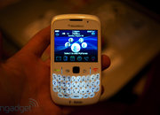 RIM offers white BlackBerry Bold and Curve  - photo 2