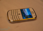 RIM offers white BlackBerry Bold and Curve  - photo 5