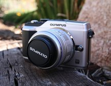 Olympus E-PL2: New options and new accessories