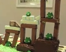 VIDEO: Interactive Angry Birds cake
