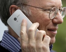 Is this a Moto X Eric Schmidt is waving about?