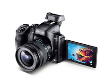 Samsung NX30 unveiled before it makes its public debut at CES 2014