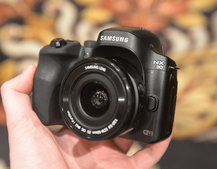 Hands-on: Samsung NX30 shows off tilt-angle electronic viewfinder